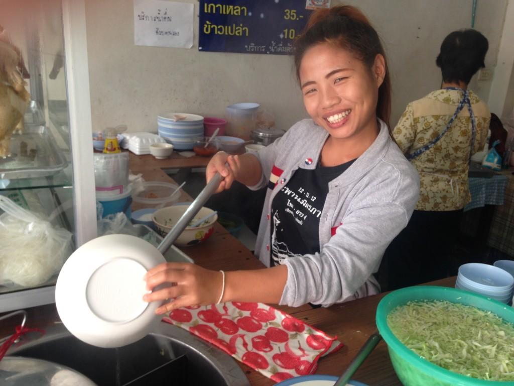 世界一周 タイ チェンコーン 飯 安い