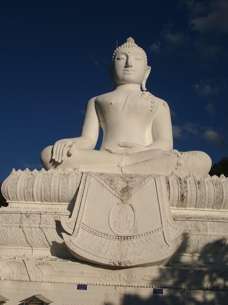 パーイ ブッダ white buddha