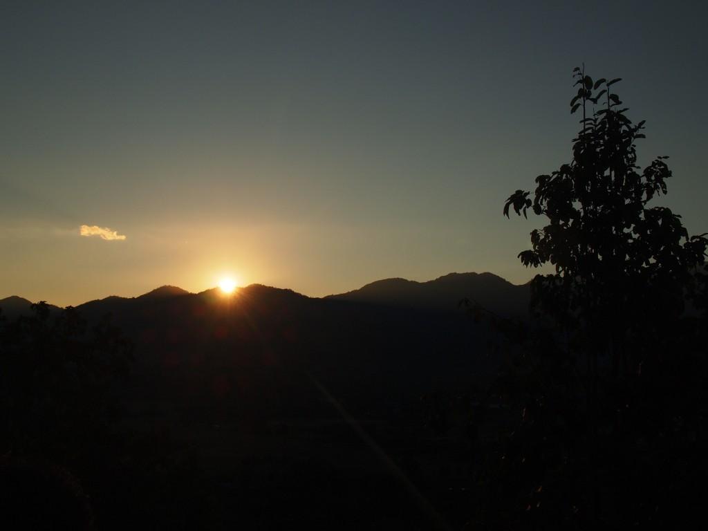 パーイの夕日 white buddha sunset