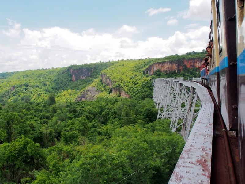 ミャンマー シーポーマンダレー間 世界第2位の鉄橋