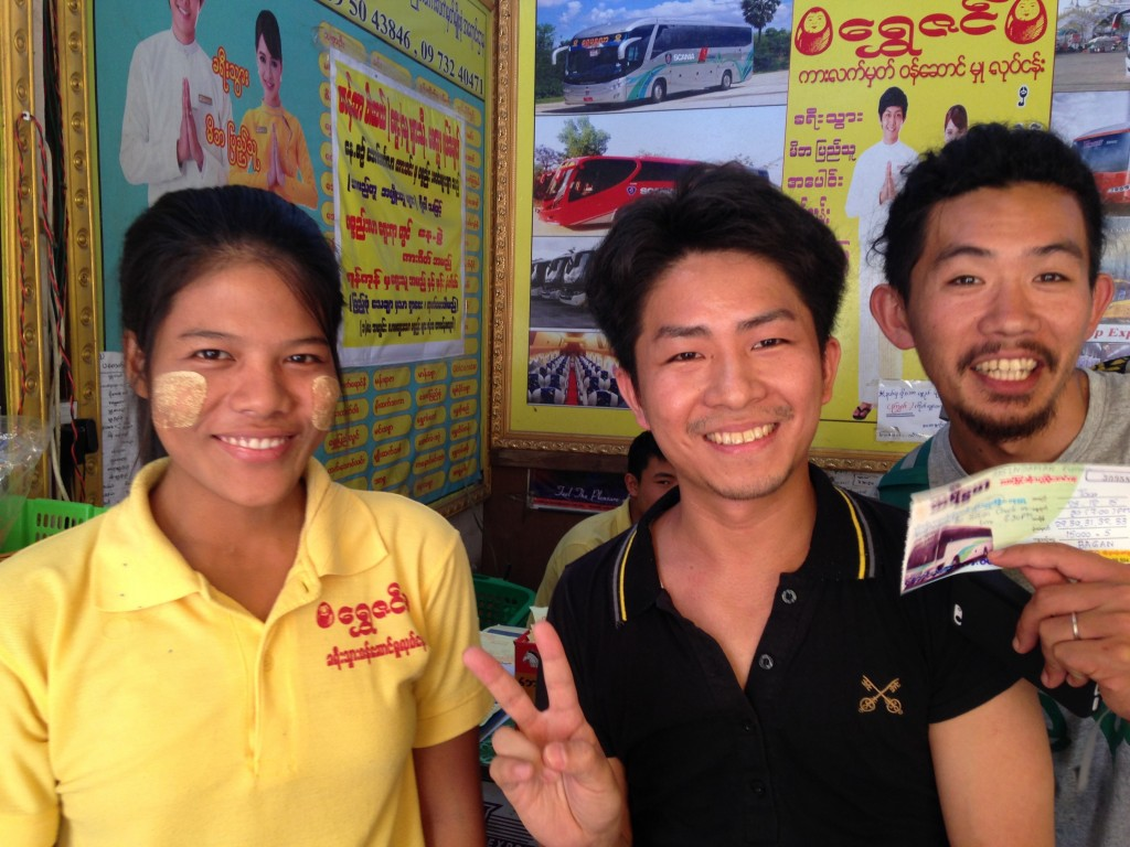 ヤンゴン、バスチケット売り場、売り子、仕事できる