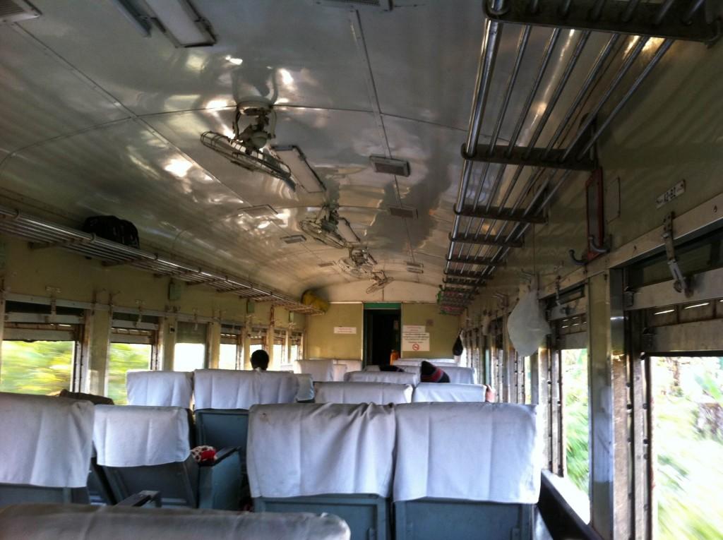 ミャンマー 電車 マンダレー シーポー アッパークラス