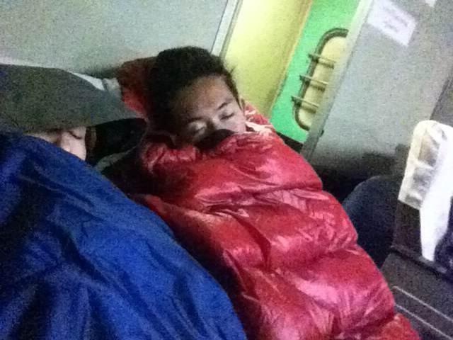 ミャンマー 電車 マンダレー シーポー 夜 むっちゃ寒い
