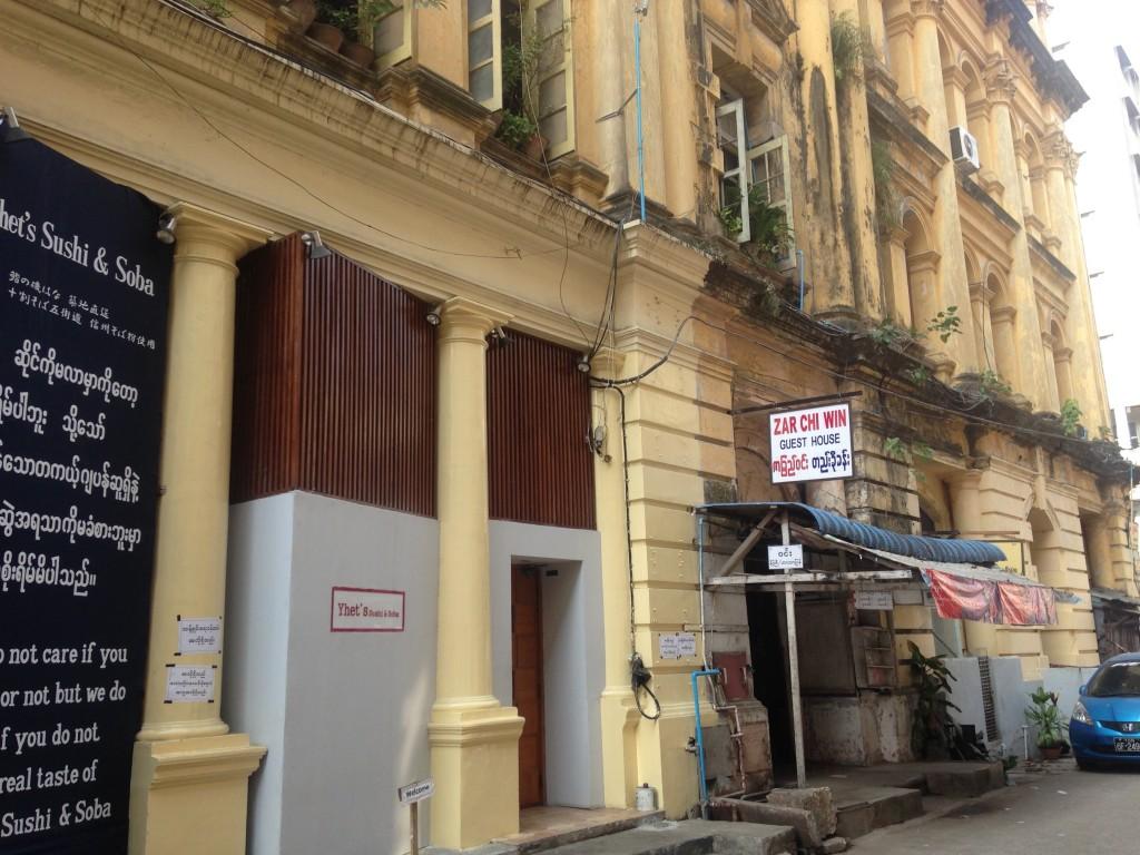 ヤンゴンのそば&寿司屋