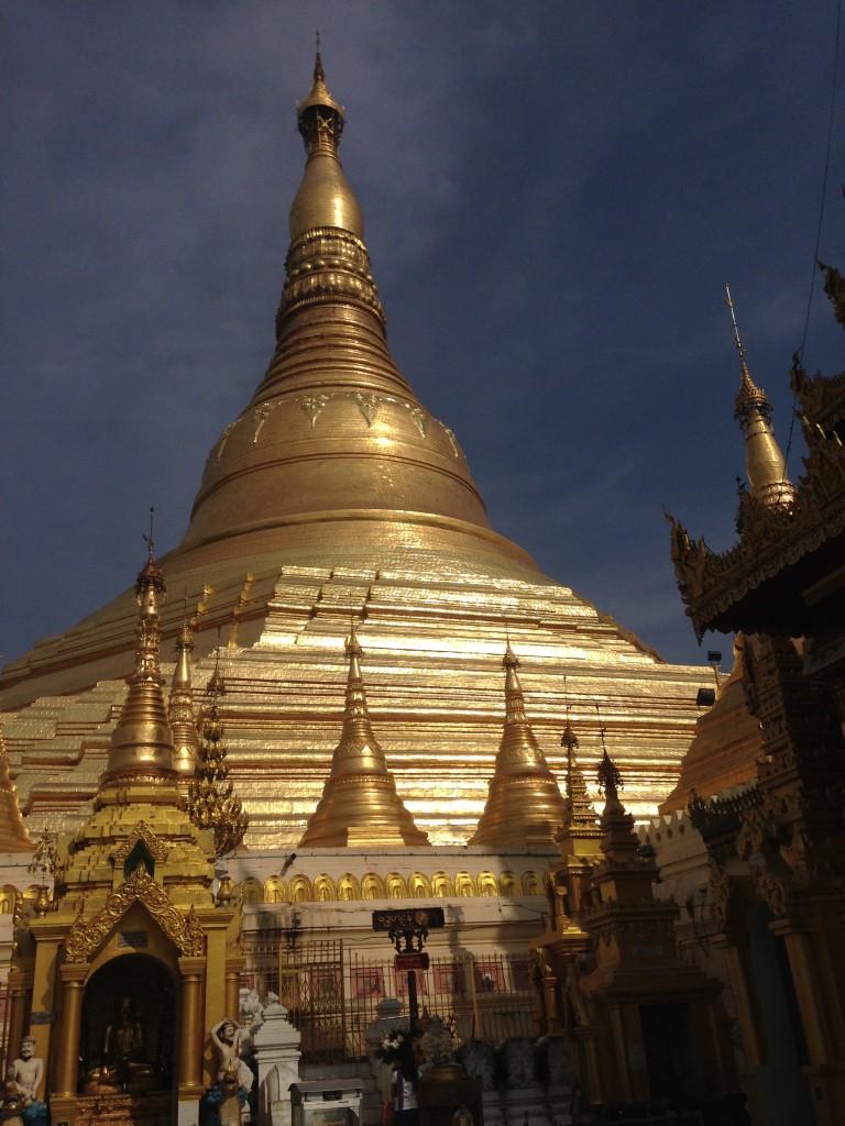 ヤンゴン1大きいパゴダ