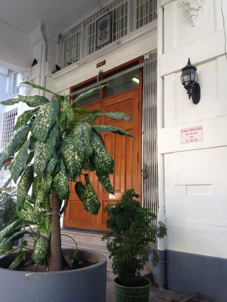 インド大使館の重い扉