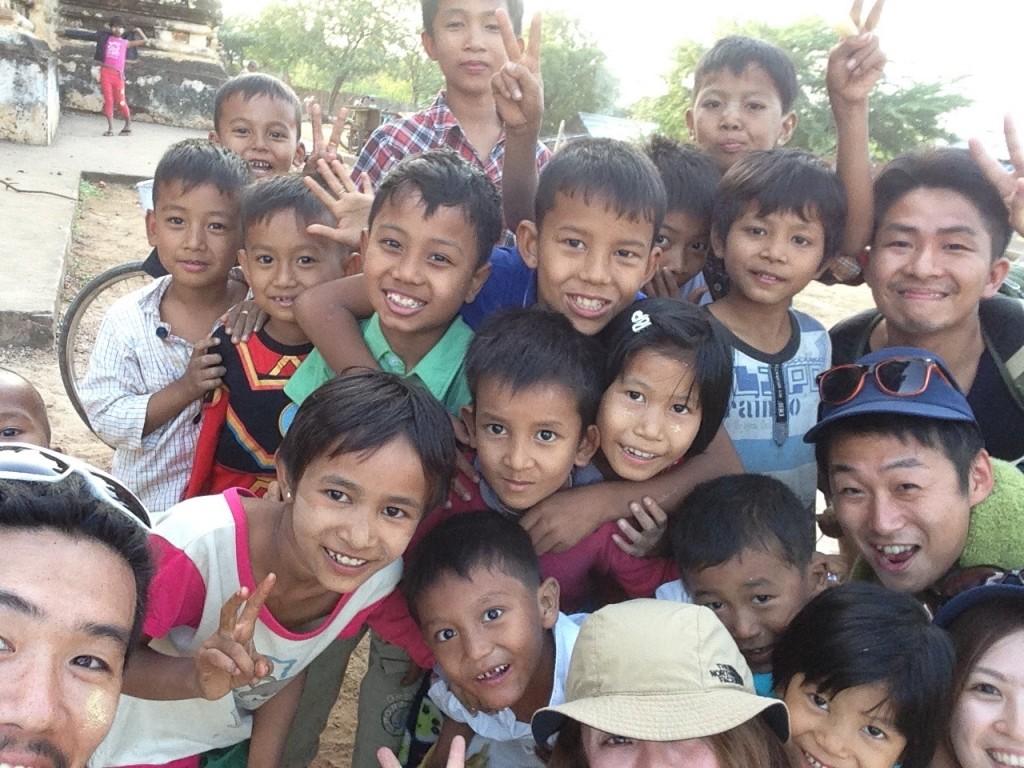 バガンの遺跡で遊んだ子供たちの笑顔