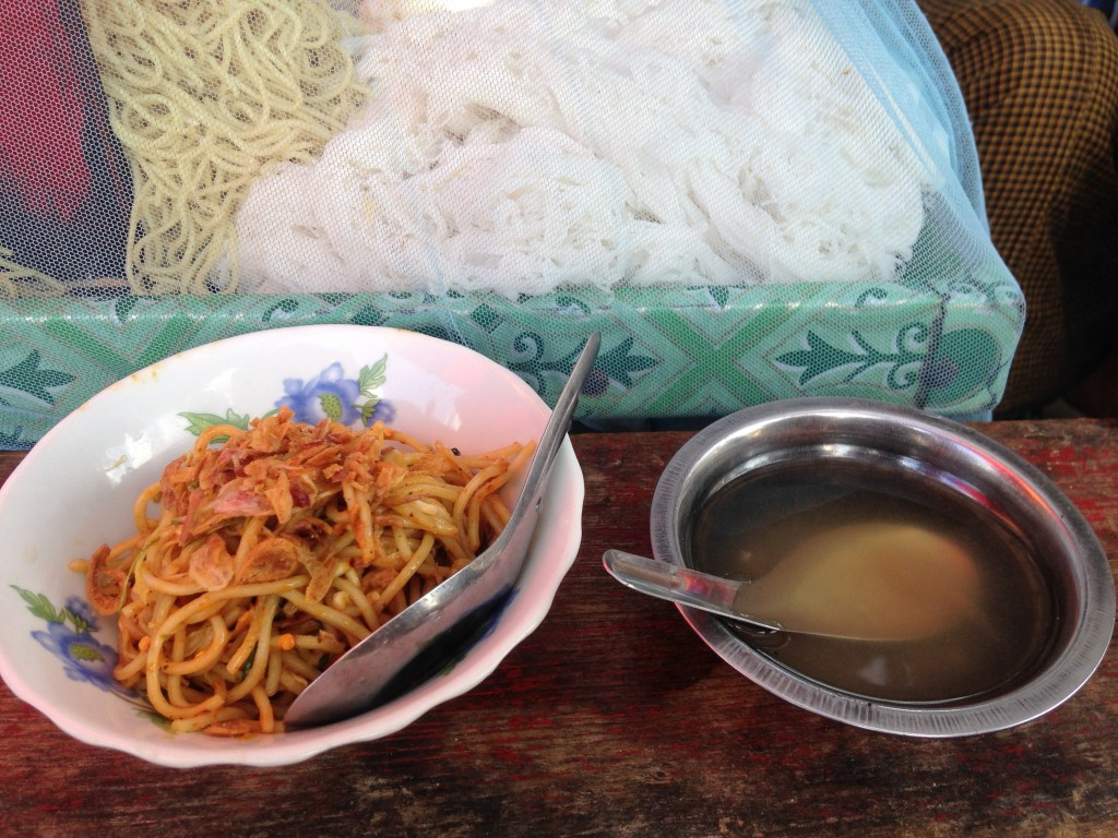 ヤンゴン 屋台飯 麺