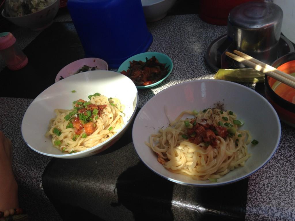 ヤンゴン 屋台飯 麺 美味い