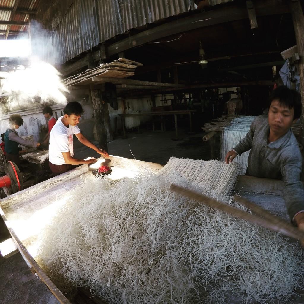 ミャンマー北部 シーポー 麺工場 米 コーン