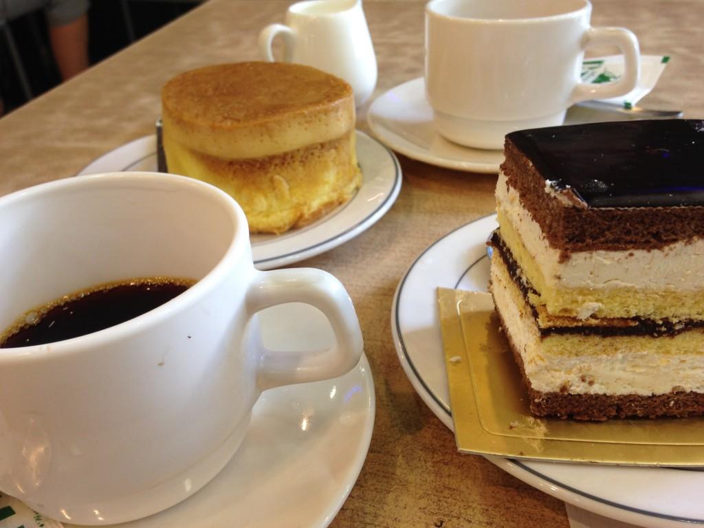 ミャンマー マンダレー カフェ ケーキ シーズンズ 美味しい