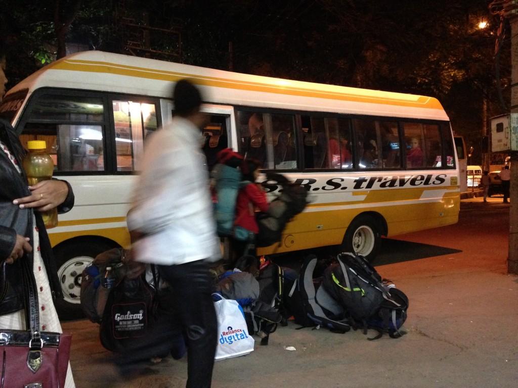 インド 夜行バス バンガロール マドレイ ピックアップ バス