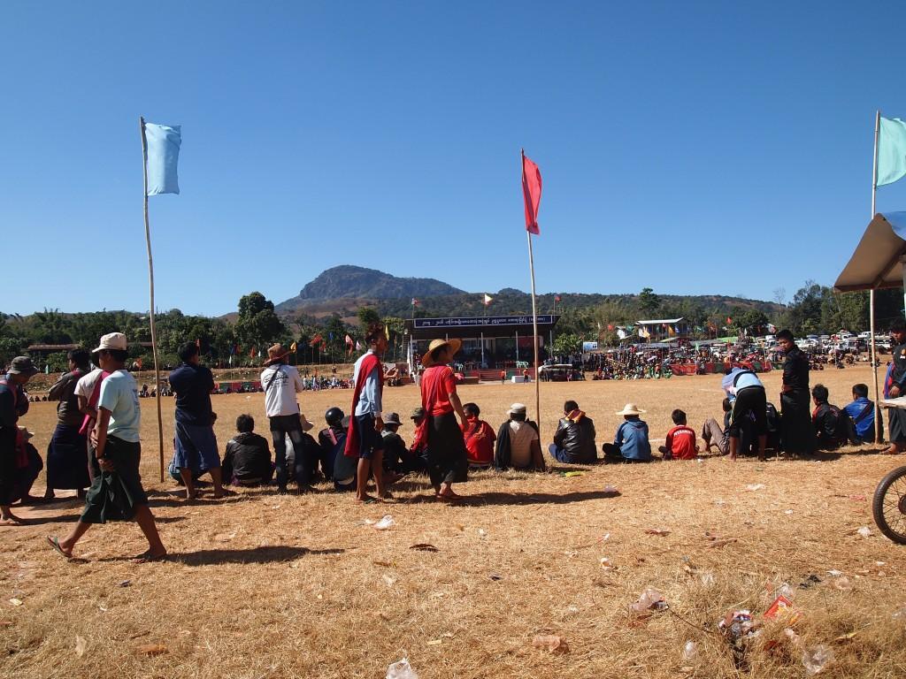 パオ族のサッカーリーグ風景
