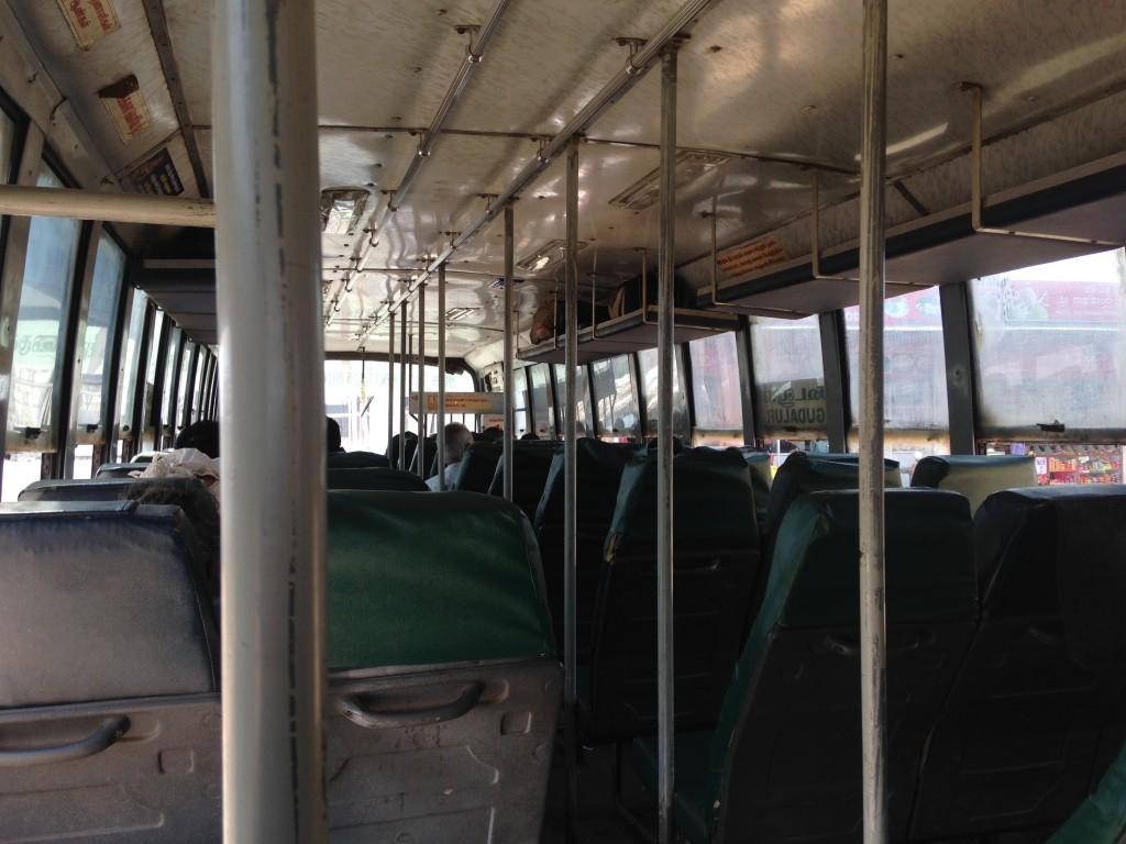 ウーティー メタプラヤム 移動 バス