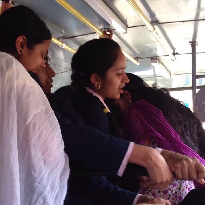 ローカルバス 移動 女学生 未来