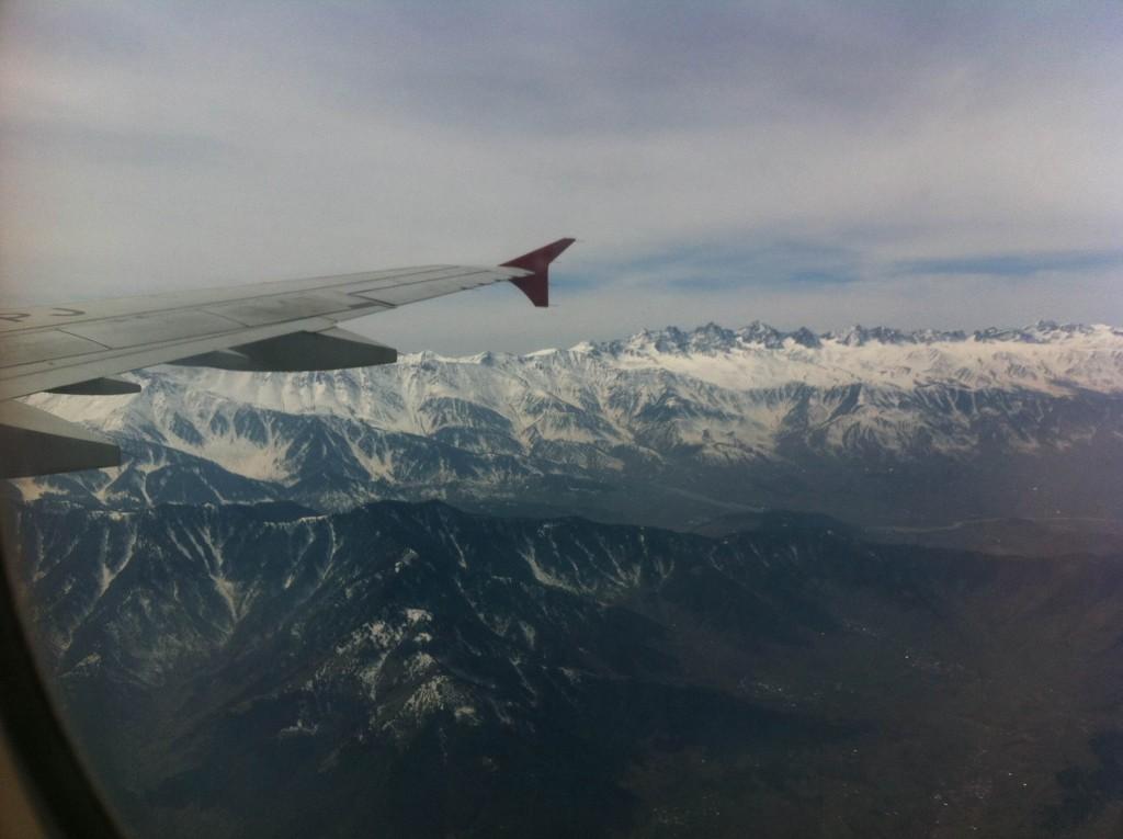 荷物検査 身体検査 スリナガル 空港 インド カシミール 世界一周 旅 ブログ 飛行機