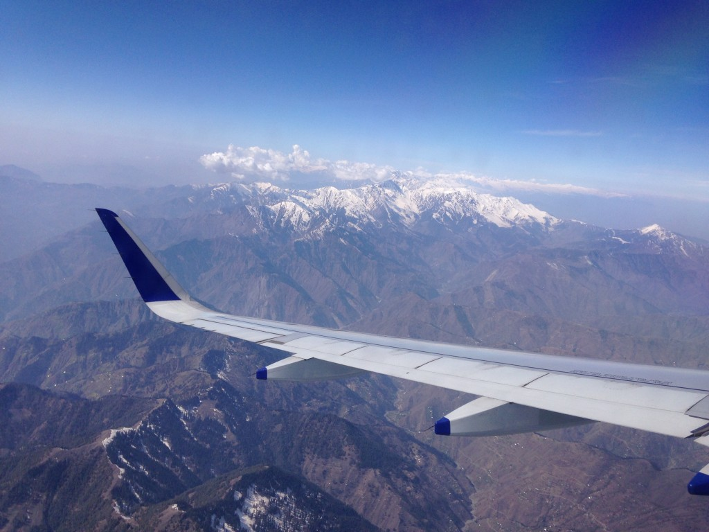 インド 国内線 カシミール ムンバイ 世界一周 旅 ブログ ムンバイ スリナガル 国内線 飛行機 雪山