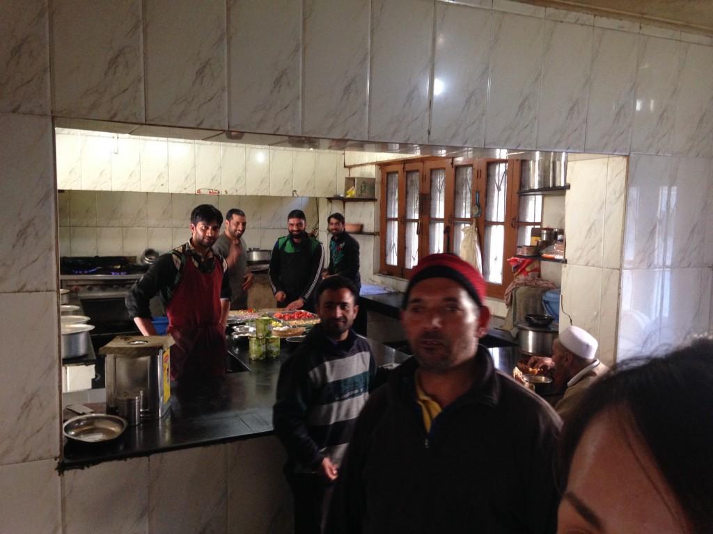 インド カシミール タンマルグ 宿 シェアキッチン シェフ