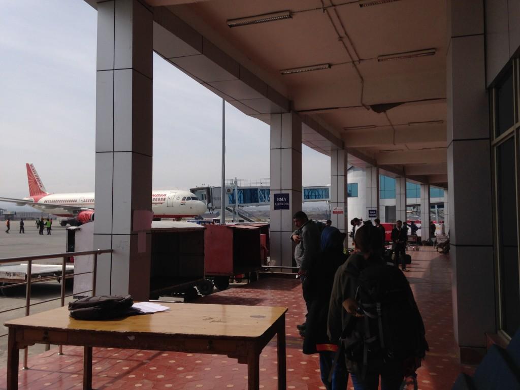 荷物検査 身体検査 スリナガル 空港 インド カシミール 世界一周 旅 ブログ 厳重