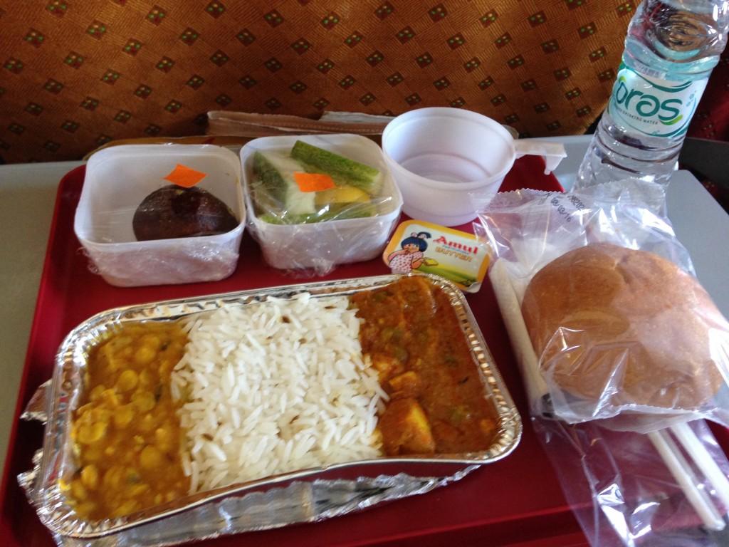 荷物検査 身体検査 スリナガル 空港 インド カシミール 世界一周 旅 ブログ デリー 機内食 インディゴエアー