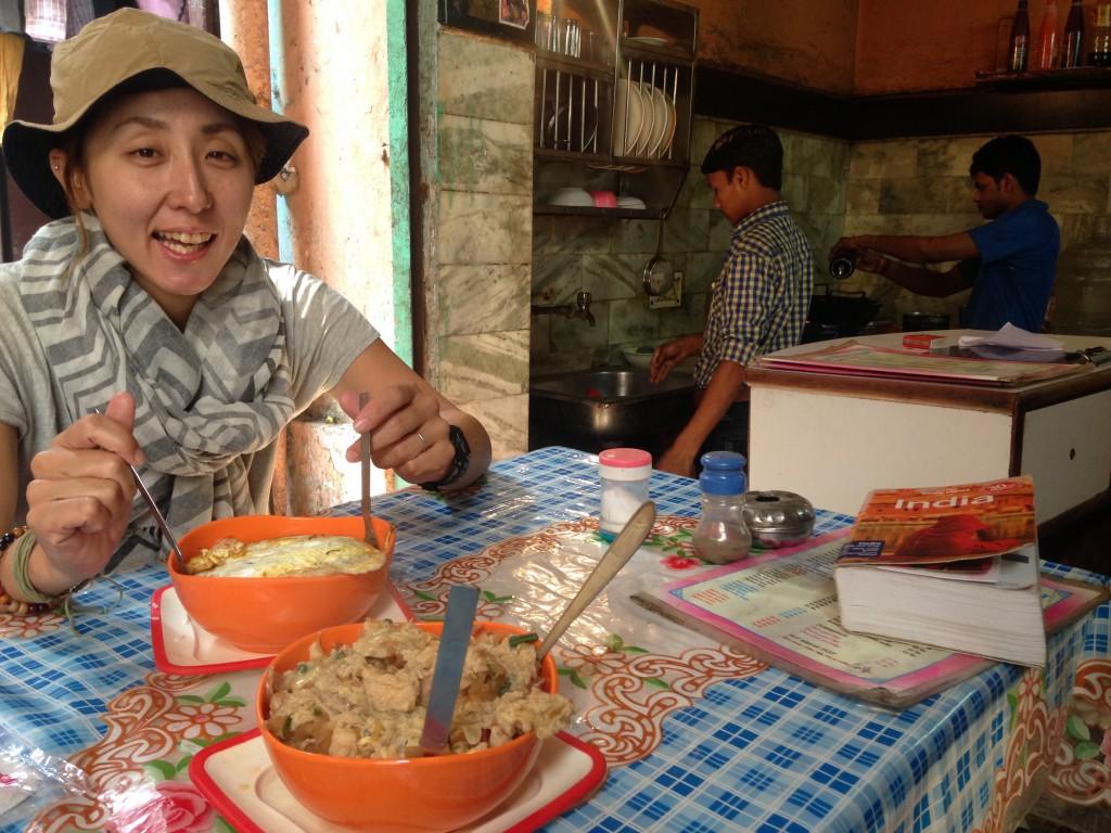 デリー 飯 おすすめ オススメ 世界一周 旅 ブログ 夫婦 ビュッフェ パン屋