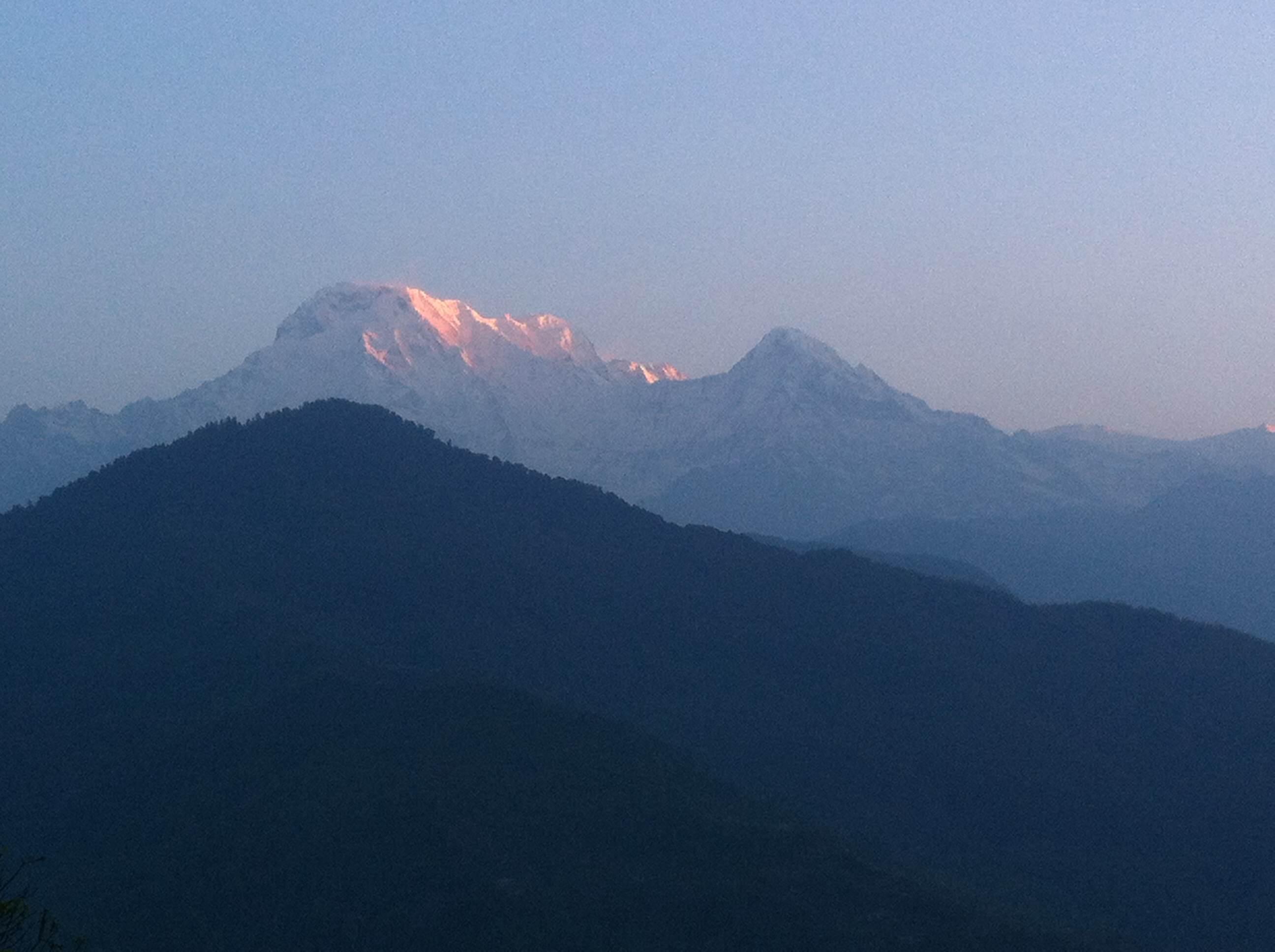 ダンプス トレッキング 小学校 ポカラ ネパール 世界一周 旅 ブログ バイク アンナプルナ ダンプス 朝日