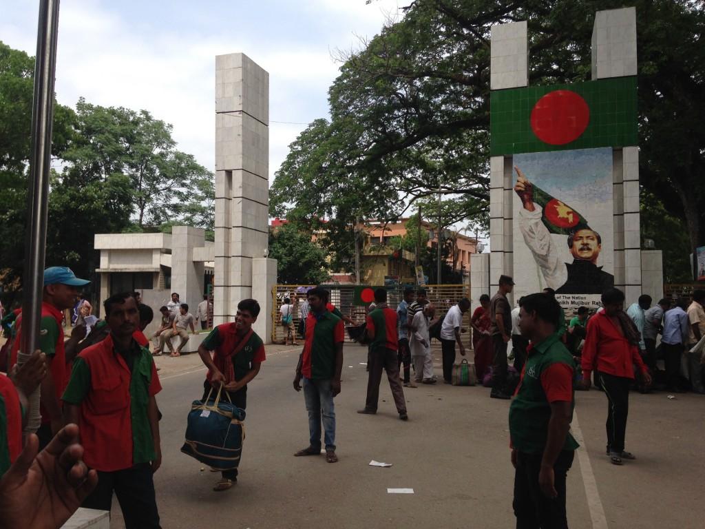 インド バングラデシュ ペトラポル 国境 陸路 世界一周 旅 ブログ 夫婦 鉄道 バス