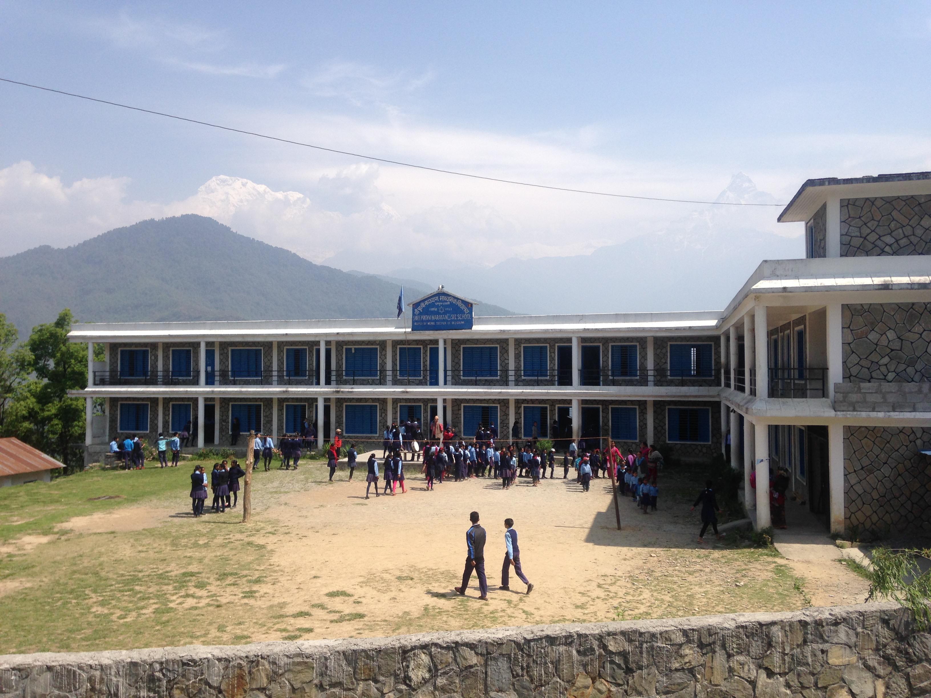 ダンプス トレッキング 小学校 ポカラ ネパール 世界一周 旅 ブログ バイク アンナプルナ ダンプス 学校