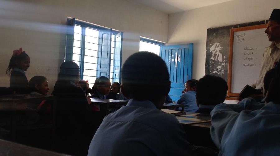 ネパール ポカラ ダンプス 学校 新学期 自己紹介