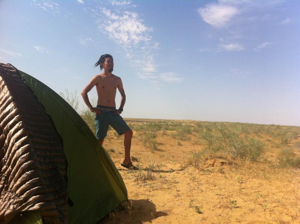 トルクメニスタン 地獄の門 テント