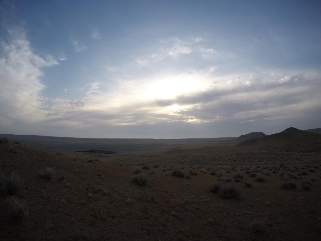 トルクメニスタン 地獄の門 徒歩