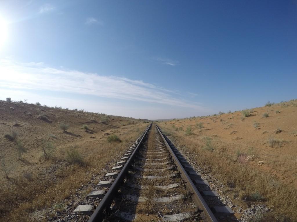 トルクメニスタン 地獄の門 線路