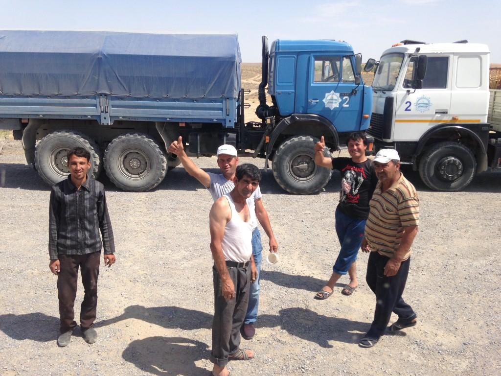 トルクメニスタン 地獄の門 ヒッチハイク