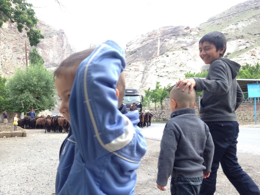ウズベキスタン タジキスタン 移動