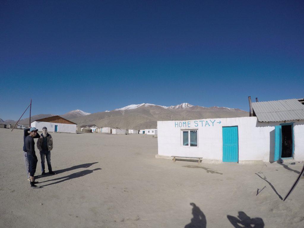 中央アジア タジキスタン ワハーン回廊 パミール ブルンクル 世界一周 安宿 ゲストハウス