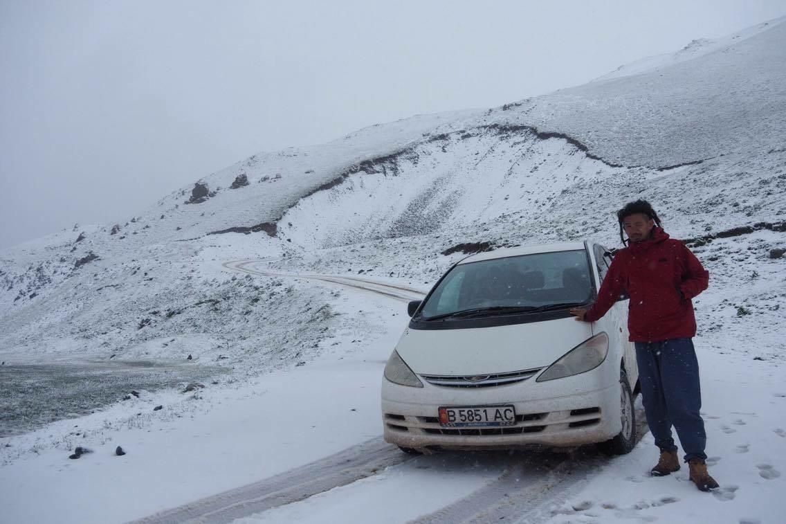 ソンコル キルギス 雪 道