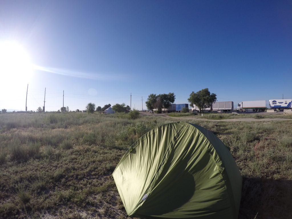 カザフスタン,中国,陸路,ホローガス,国境,越え,テント,野宿,世界一周,旅,ブログ