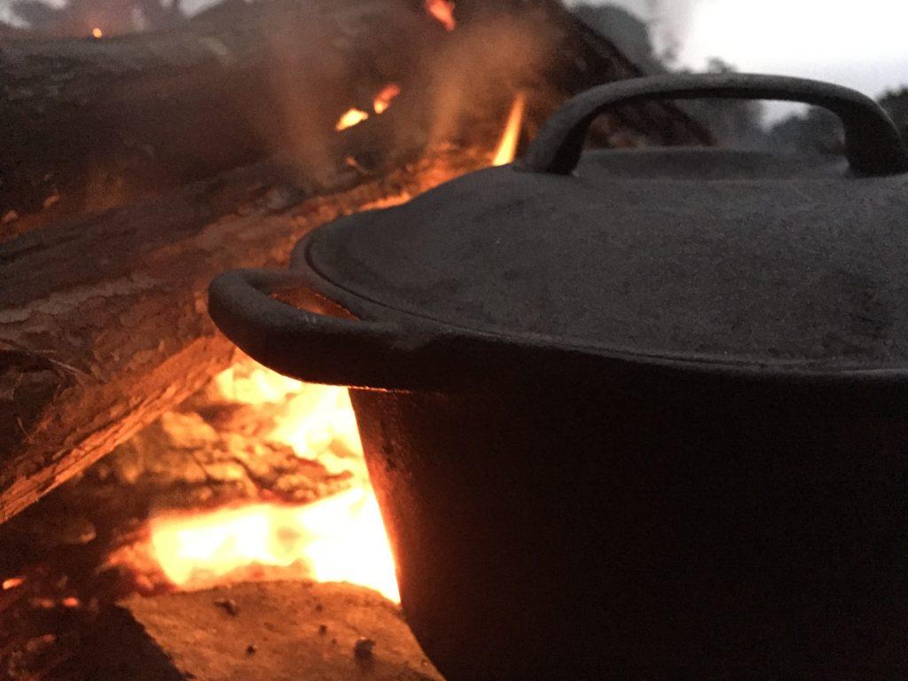 キャンプ 野営 スタイル タスマニア 自然 道具 ダッチオーブン コッヘル マキネッタ 世界一周 旅 ブログ 夫婦