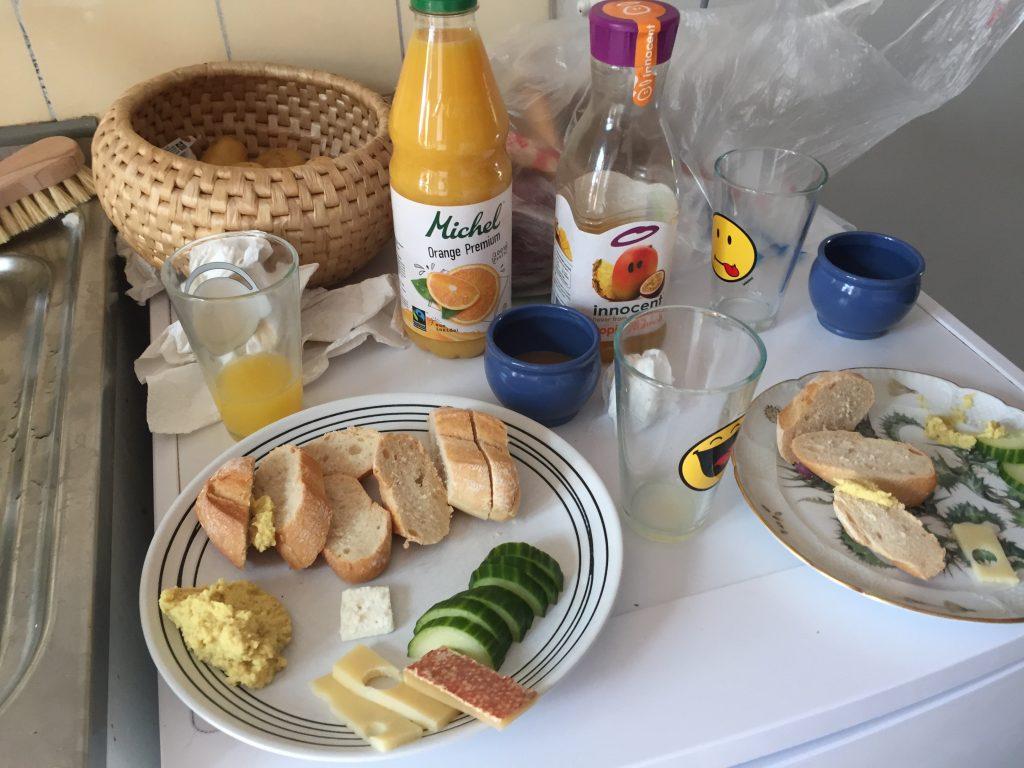 スイス バゼル 世界一周 ローカル 朝ごはん 食