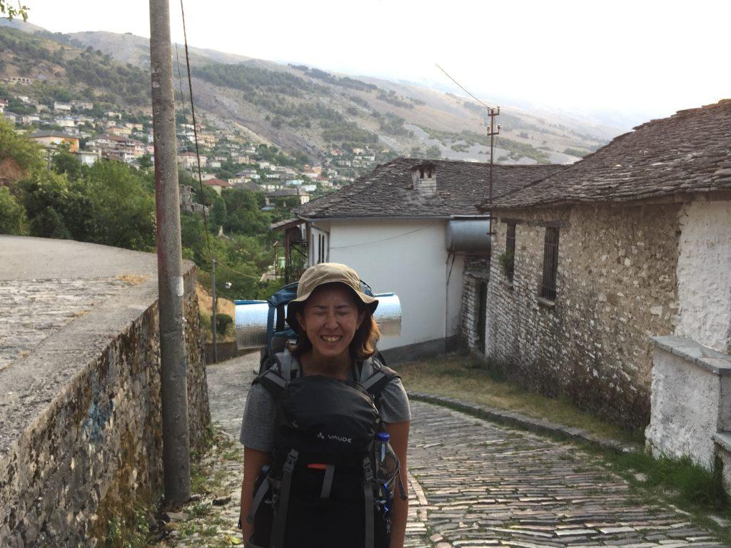 アルバニア ネズミ講 鎖国 社会主義 民主化 世界一周 旅 ブログ ジロカストル ベラト