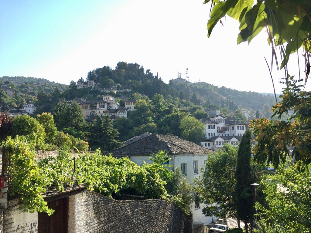 アルバニア,鎖国,社会主義,ネズミ講,無神,世界一周,旅,ブログ,ジロカストル,ベラト