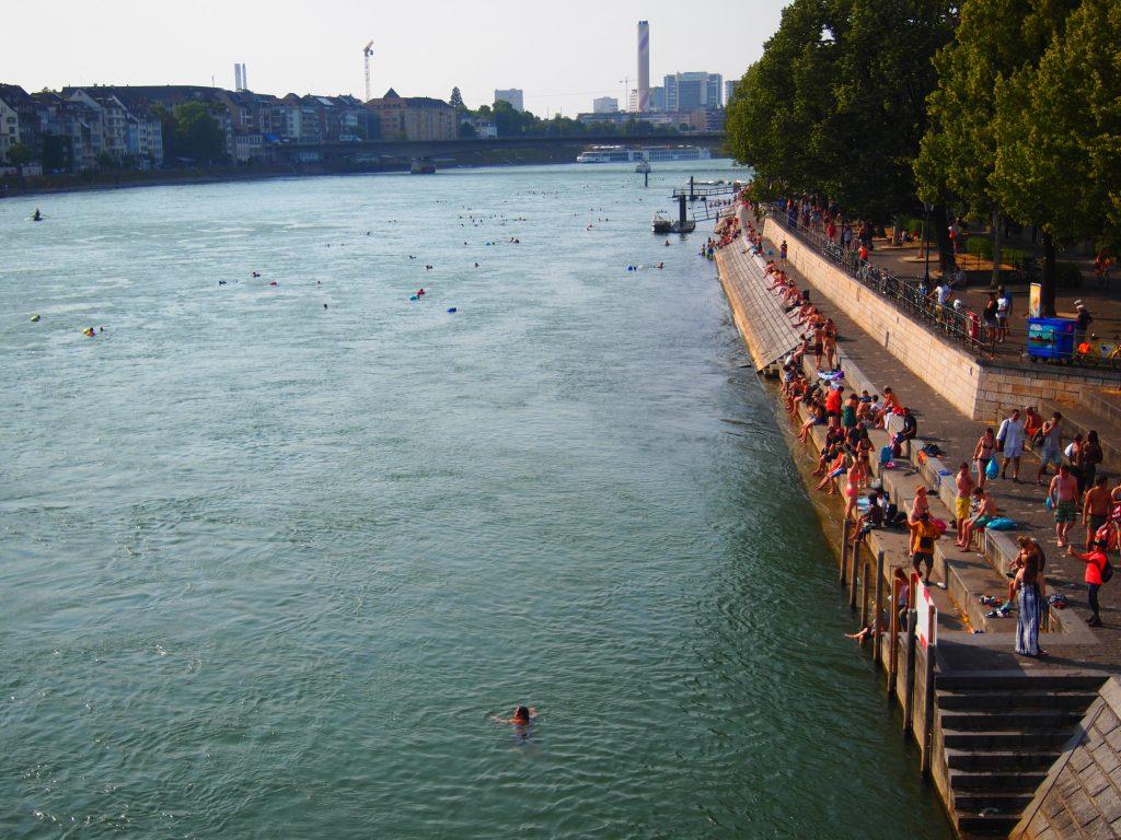 スイス バゼル 世界一周 ライン川 泳ぐ