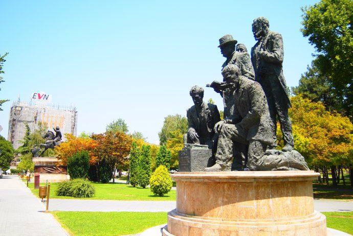 マケドニア スコピエ 世界一周 EU 違和感 銅像