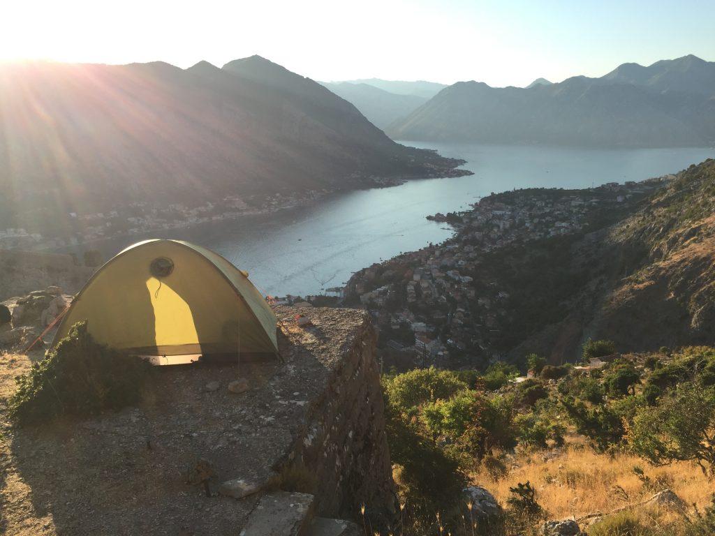 世界一周 モンテネグロ コトル 山 トレッキング キャンプ