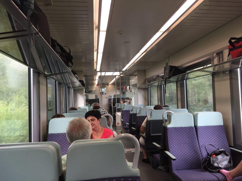 世界一周 バルカン半島 モンテネグロ ポトリゴッツァ 電車 移動