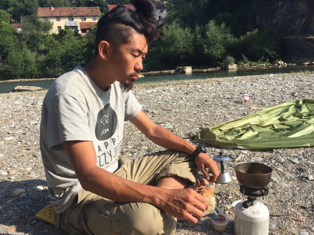 世界一周 バルカン半島 モンテネグロ テント キャンプ