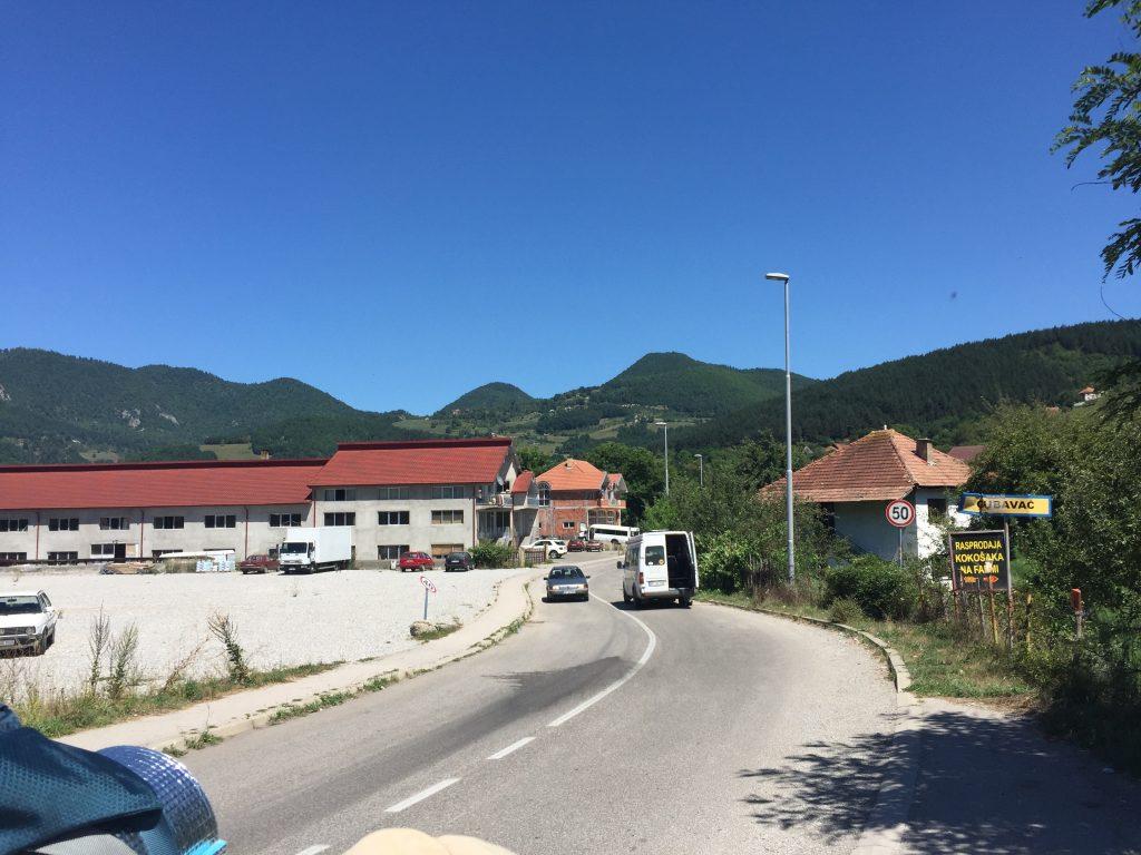 世界一周 バルカン半島 モンテネグロ 知らない町 バス