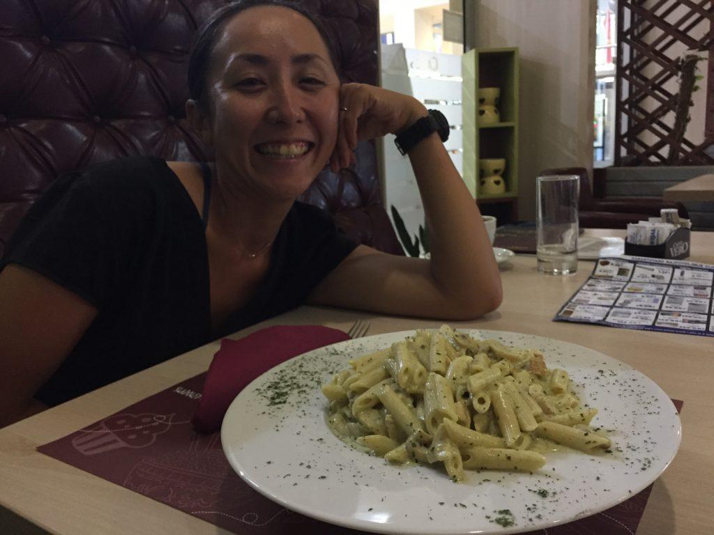 世界一周 バルカン半島 モンテネグロ 知らない町 カフェ パスタ