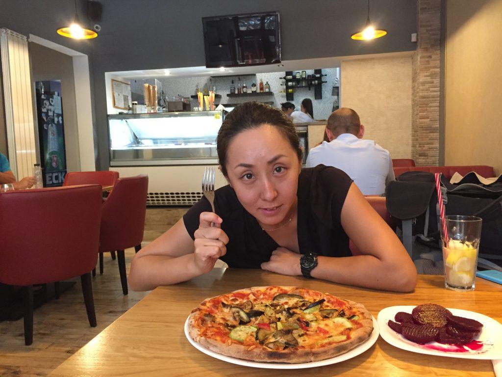 ルーマニア カフェ ピザ