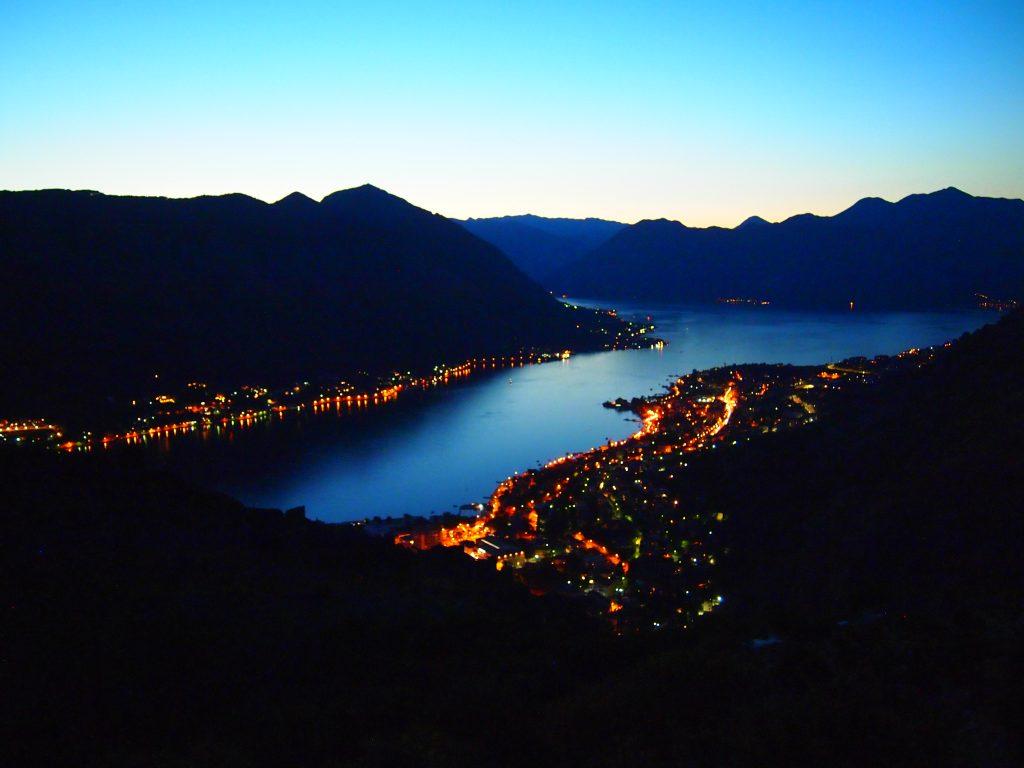 世界一周 モンテネグロ コトル 山 トレッキング 夜景